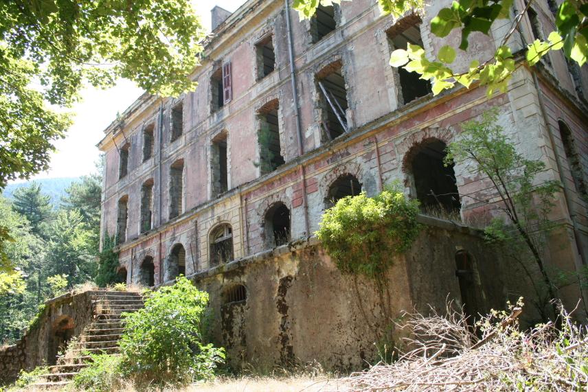 vizzavonna-hotel-ruine.1184788190.JPG